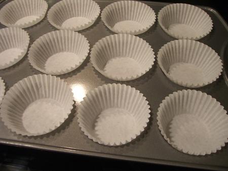 12 paper muffin cups