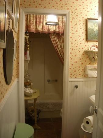 Cherry Hill Cottage Little bitty cottage bathroom