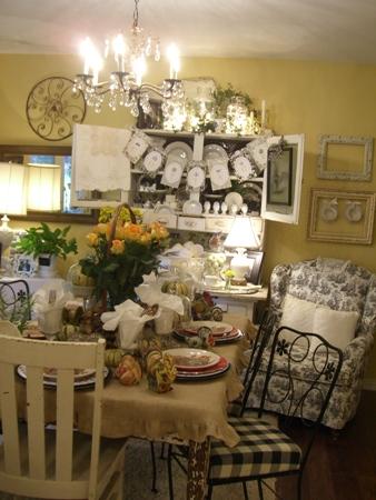Sweet pretty table...