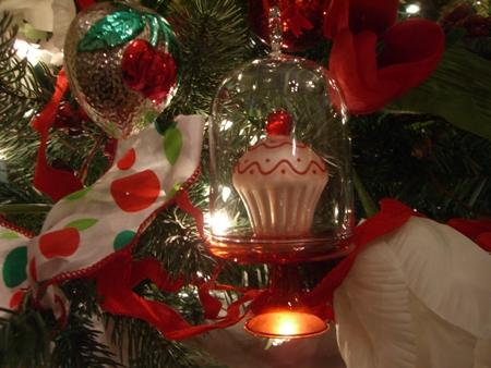 Cupcake ornament...