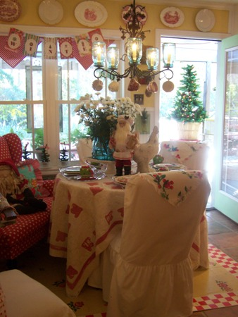 Christmas in the dining room...