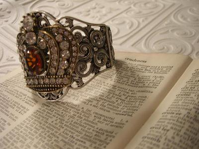 Crown_bracelet