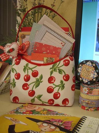 Sweet_little_cherry_purse_2